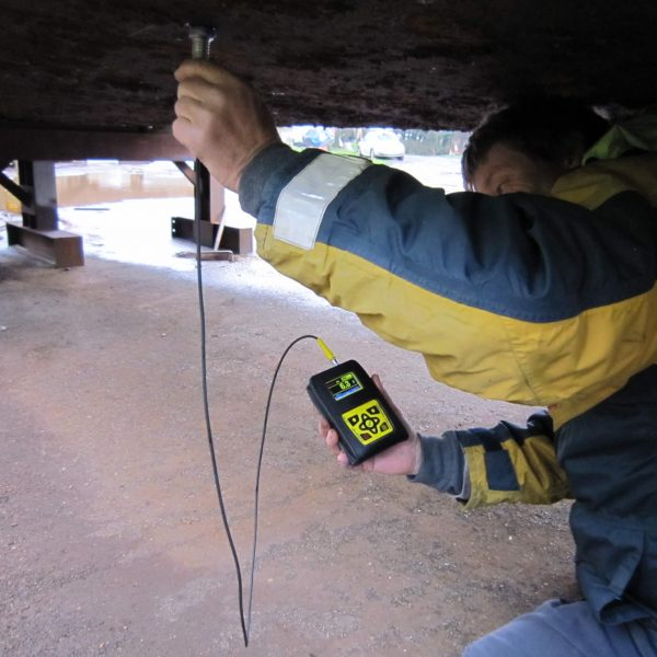 Multigauge Surveyor Datalogger inspecting hull